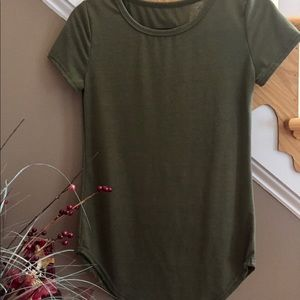 Tops - NWOT army green tee shirt, short sleeve